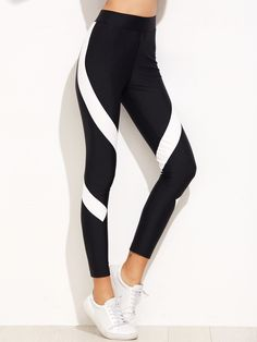 Crop Leggings Decorated with Colorblock. Regular fit. Designed in Black and White. Fabric is very stretchy.