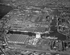 Isle of Dogs in 1957 - long before Canary Wharf had even been thought about. Vintage London, Old London, East London, Docklands Light Railway, London Docklands, Isle Of Dogs, London History, Historical Images, River Thames