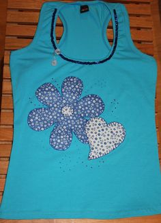 Camisetas decoradas y customizadas, con tecnica patchwork, pintura sobre tela, lentejuelas, flores, corazones, chicas y mujeres, niños T Shirt Diy, Tee Shirts, Sewing Appliques, Tutus For Girls, Personalized Baby, Baby Sewing, Beaded Embroidery, Blouse Designs, Kids Outfits