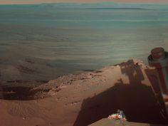 Comenzamos el repaso a las mejores fotografías de nuestro vecino Marte, el planetarojo, el mundo más parecido a la Tierra en muchos aspectos, con esta instantánea de sombras en el cráter Endeavour. Este cráter de impacto localizado en la Meridiani Planum tiene un diámetro aproximado de 22 kilómetros . La fotografía fue tomada por la cámara del Rover Opportunity el 9 de marzo de 2012.