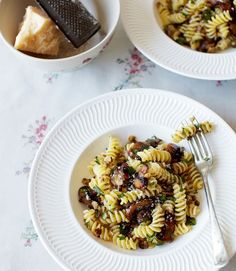 477364-1-eng-GB_pasta-with-chestnuts,-mushrooms-and-parsley-pesto