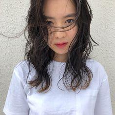 ミディアム グラデーションカラー ウェーブ スポーツ|accorto 北里和哉 403756【HAIR】 Salon Style, Hair Inspo, Medium Hair Styles, New Hair, Girl Hairstyles, Black Hair, Hair Color, Hair Beauty, Model
