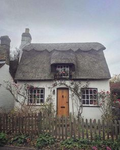 The cottage is a little dreary, but look at that lovely roofline! - The cottage is a little dreary, but look at that lovely roofline! Like a scallop… The cottage i - Fairytale Cottage, Storybook Cottage, Little Cottages, Cabins And Cottages, English Country Cottages, English Countryside, English Cottage Gardens, Small English Cottage, English Cottage Exterior