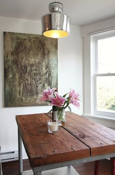 Small dining area with industrial table with wooden top and decorative flowers on it - Two eclectic apartments in Vancouver Reclaimed Wood Dining Table, Industrial Table, Rustic Table, Small Dining Area, Dining Room Inspiration, Wooden Tops, Vancouver, Interiors, Home Decor