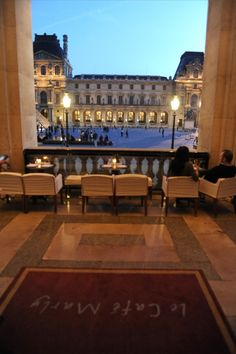 Dinning with a view of the Louvre. Pictures restaurant Cafe Marly | Café Gilbert Beaumarly