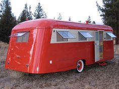 With camping season in full swing I can't seem to shake the desired for a little camper to fix up and take camping. Hubby thinks I'm c. Vintage Campers Trailers, Retro Campers, Cool Campers, Vintage Caravans, Camper Trailers, Classic Trailers, Happy Campers, Glamping, Little Campers