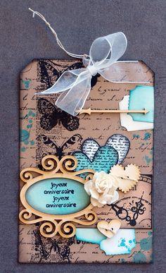 Bonjour... Pour changer des pages et albums voici quelques cartes, inspirées par un modèle de ce blog Beaucoup d'embellissements en carton bois de chez EmbelliScrap Des cartes qui datent de quelques mois... c'était mes essais de pochoirs EmbelliScrap...