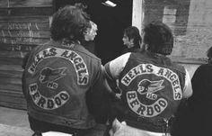 Quando Bandidos e Hells Angels si fecero la guerra in Alto Adige Hells Angels, Bad Boy Style, Vintage Biker, Biker Patches, Jesse James, Motorcycle Clubs, Biker Chick, Life Magazine, Old Women