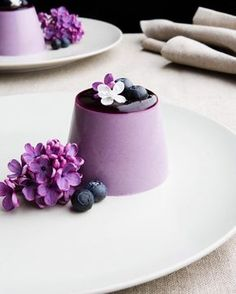 A blueberry and lilac syrup panna cotta. This is my favorite desert. The flavours are incredible. The texture divine. It is a show stopping desert. Guests will relish with delight at the plate laid before them. Inspired by @myfrenchchef 's exquisite blueberry panna cotta I've made a version that celebrates lilac in all its glory. You can find the full recipe at crop.fr/blog - link in profile. #chefsplating by crop.linen