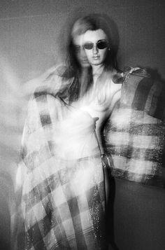 Zwart-wit expressieve zelfportret naakt dubbele blootstelling