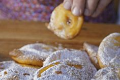 Obalená jablka Apfelkiechl Beignets, Cakes And More, Gelato, Biscotti, Sweet Recipes, Yogurt, Sandwiches, Food And Drink, Sweets