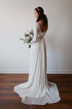 Love this bride's understated look.