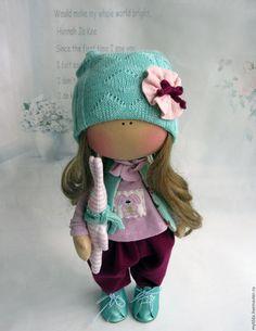 Купить или заказать Мятная радость в интернет-магазине на Ярмарке Мастеров. Куколка-малышка ростом 33 см. Самостоятельно стоит и сидит. Из одежды снимаются шапочка, ботинки и…
