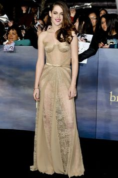 Kristen Stewarts outfits just keep getting better!