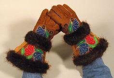 Gauntlet Gloves - Caroline John Beading Ideas, Beading Patterns, Mitten Gloves, Mittens, Gauntlet Gloves, Native Design, Beaded Jacket, Native American Beadwork, First Nations