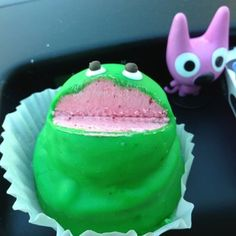 Frog cupcakes from King Soopers used to look like this Pieces