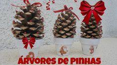 Mini árvores de natal feitas de pinhas