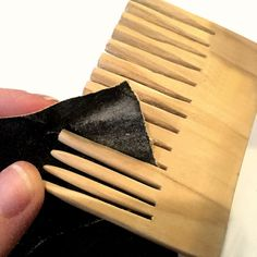 DIY wooden comb, soooo pretty! - Drippingpaintbrush.com