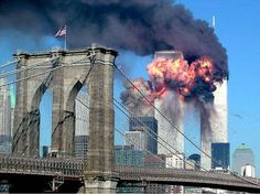 World Trade Center Nyc, World Trade Center Collapse, World Trade Center Attack, Des Photos Saisissantes, Twin Towers Collapse, 11 September 2001, North Tower, Haunting Photos, Clear Blue Sky