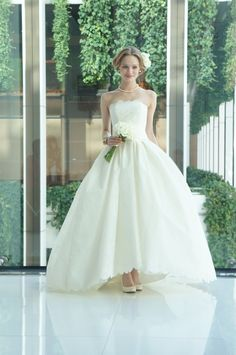 #press show #Carolina Herrera #Audrina #wedding #weddingdress#NOVARESE #キャロリーナ・ヘレラ #ウエディング #ウエディングドレス #ノバレーゼ #プレスショー W Dresses, Lovely Dresses, Couture Dresses, Bridal Dresses, Perfect Wedding Dress, White Wedding Dresses, One Shoulder Wedding Dress, Wedding Gowns, Ankle Length Wedding Dress