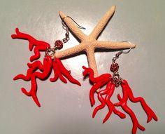 Orecchini con corallo e brillantini rossi.  Visita Cris creazioni di fimo su Facebook!