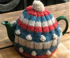 Tea cosie free knitting pattern | The Making Spot blog