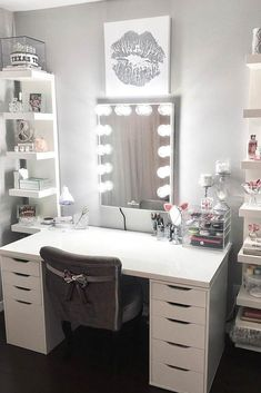 Room ideas make up room ideas,make up room studio 36 Makeup Vanity Table Designs to Decorate Your Home Makeup Vanity Lighting, Makeup Table Vanity, Vanity Room, Diy Vanity, Vanity Ideas, Makeup Vanities, Vanity With Storage, Makeup Vanity With Lights, Cute Makeup Vanity