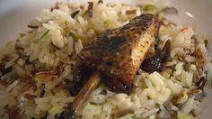 Knusprige Hähnchenflügel und -keulen auf duftendem Reis | Bildquelle: WDR