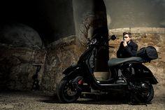 Wir sind Spezialisten für hochwertige und einzigartige Umbauten. Für Individualisten wie Unternehmen. Die Black Pearl ist einer davon. Mehr Informationen und die Geschichte zu ihr folgen in Kürze. Black Pearl: Elegant, schnittig und schnell. Eleganter wie radikaler Roller & MotorradBox Umbau, basierend auf der Vespa GTS 300 i.e. ABS. … Vespa Gts 300, New Vespa, 300 Abs, Vespa Scooters, Cars And Motorcycles, Outdoors, Bike, Pearls, Elegant