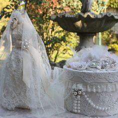 ( reserve )mannequin avec sa robe de princesse en  tulle brode