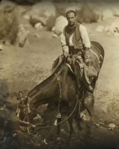 Rudolph Valentino, probably Palm Springs Silent Screen Stars, Silent Film Stars, Classic Movie Stars, Classic Films, Rudolph Valentino, Laurel And Hardy, Art Corner, Entertainment Video, Vintage Ephemera