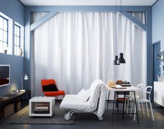 cortinados de linho compridos AINA usados para esconder arrumação