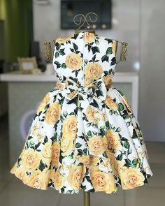 Nenhuma descrição de foto disponível. Little Girl Gowns, Gowns For Girls, Dresses Kids Girl, Kids Outfits, Girl Sleeves, Dresses With Sleeves, Sleeve Dresses, Toddler Dress, Baby Dress