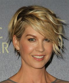 Jenna Elfman Short Wavy Formal Hairstyle - Dark Golden Blonde Hair Color with Light Blonde Highlights - Side on View Short Blonde Curly Hair, Golden Blonde Hair, Curly Hair Styles, Wavy Pixie, Dark Blonde, Short Curls, Long Pixie Bob, Shaggy Pixie Cuts, Wavy Lob