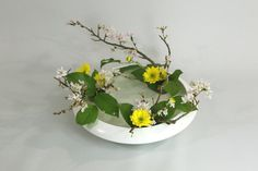 Ikebana - Living Flower Living Art - by Stephen Coler Japanese Ikebana Flower Arrangement Ikebana Lesson Online Home Flower Arrangements, Modern Floral Arrangements, Ikebana Flower Arrangement, Ikebana Arrangements, Oriental Flowers, Exotic Flowers, Yellow Flowers, Pink Roses, Peonies Garden