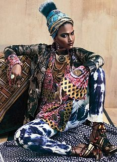3. The most common fashion style for women in Senegal is mostly patterned clothing. The basic fabric used is local cotton. Women usually have a head-tie as well.