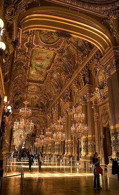 Paris Opera House | Flickr - Photo by Giant Ginkgo