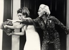 Valley of the Dolls - Patty Duke and Susan Hayward Patty Duke, Susan Hayward, Cultura General, No Way Out, Sharon Tate, Valley Of The Dolls, Song One, Film Movie, Movies
