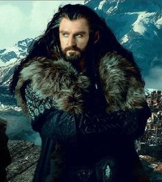 Richard Armitage as Thorin Oakenshield in The Hobbit Trilogy The Hobbit Thorin, Fili And Kili, O Hobbit, Bilbo Baggins, Thorin Oakenshield, Gandalf, Tolkien Books, Jrr Tolkien, Thranduil