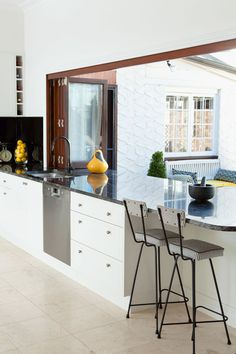 It makes such a statement and really integrates that outdoor/indoor living. Beach House Kitchens, Home Kitchens, Dream Kitchens, Style At Home, New Kitchen Designs, Kitchen Ideas, Home Improvement Contractors, Cocinas Kitchen, Building A New Home