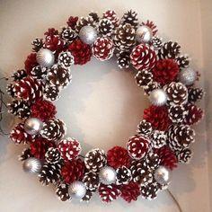 Handmade Christmas Decorations, Easy Christmas Crafts, Homemade Christmas Gifts, Christmas Centerpieces, Diy Christmas Ornaments, Christmas Projects, Xmas Decorations, Christmas Wreaths, Holiday Decorating