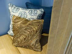 Textures, layered in the entry's napping niche, lend visual appeal. A ribbed pillow, fashioned from abaca fibers, resembles tree bark.