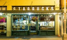 How Starbucks' hometown is tackling plastic pollution Seattle Photos, Seattle Art, Park Photos, Seattle Aquarium, Stuff To Do, Things To Do, Starbucks Store, Underground Tour, Olympic Mountains