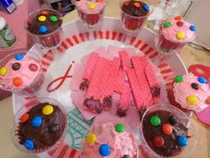 ♥ Liliana Marisoleil♥ : Decorando Cupcakes y Galletas Rosas