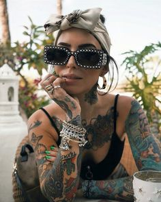 Another simple af look when the temp is delightful & you don't have to worry about Bobby Pin Hairstyles, Headband Hairstyles, Braided Hairstyles, Louis Vuitton Headscarf, Jewelry Model, Hair Jewelry, Womens Fashion Online, Latest Fashion For Women, Sexy Tattoos