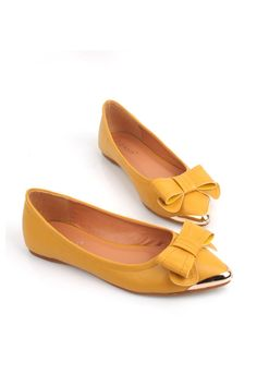 The flats is crafted in PU, featuring a pointed toe, metal toecap detail, bowknot embellished to low-cut vamp.$44
