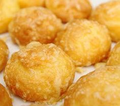 Gougere - I'll need a translation cause these look YUMMY! Vegetarian Recipes, Snack Recipes, Snacks, Baked Cheese, French Food, Savoury Dishes, Finger Foods, Entrees, Sweet Tooth