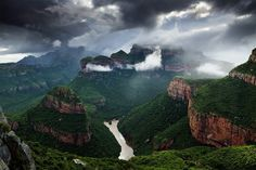 landscape photograph of a storm moving over the blyde river canyon in mpumalanga, south africa - Hougaard Malan Silvester Trip, Beautiful World, Beautiful Places, Amazing Places, Le Cap, Destination Voyage, Pretoria, Places Around The World, Hiking Trails