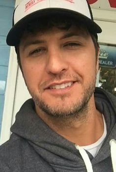 Holy smokes he kills me Male Country Singers, Country Love Songs, Hot Country Boys, Country Music Stars, Country Artists, Luke Bryan Songs, Luke Bryan Pictures, My Love Lyrics, Everything Country