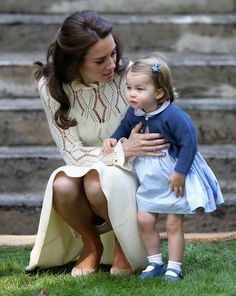 Prince William and Kate Middleton shared some pretty precious moments with Prince George and Princess Charlotte during their eight-day tour of Canada. Duke And Duchess, Duchess Of Cambridge, Princess Charlotte Pictures, David Et Victoria Beckham, Kate Middleton Legs, Princesa Kate Middleton, Queen Kate, Kate Garraway, Prince William And Catherine